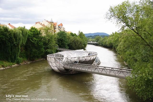 在Mur河上的Murinsel,意思是漂浮的平台(Floating Platform)。