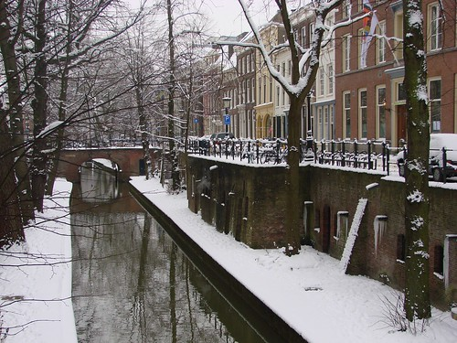 Along the Nieuwegracht