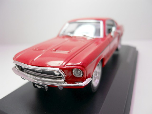 Yat Ming Signature 1968 Ford Mustang GT (2)