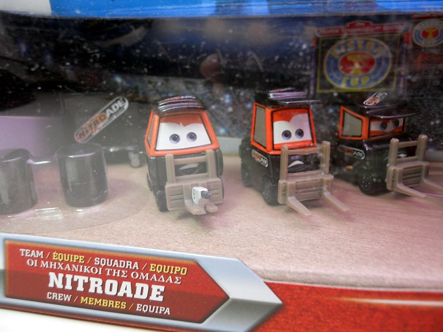 disney cars international nitroade pit crew set  (2)