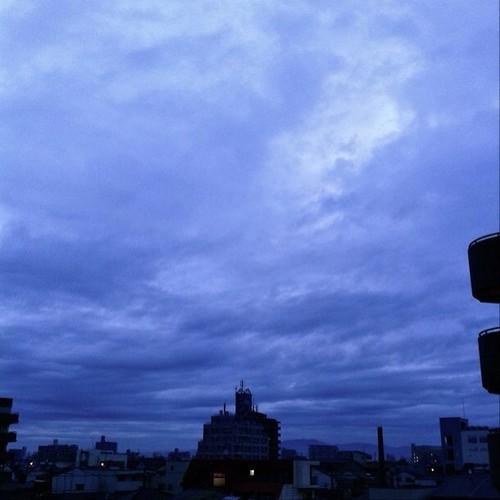 (^o^)ノ < おはよー! 今朝の大阪、雨上がりです。 今日も笑顔で( ゚д゚)ノ ヨロ #Osaka #morning