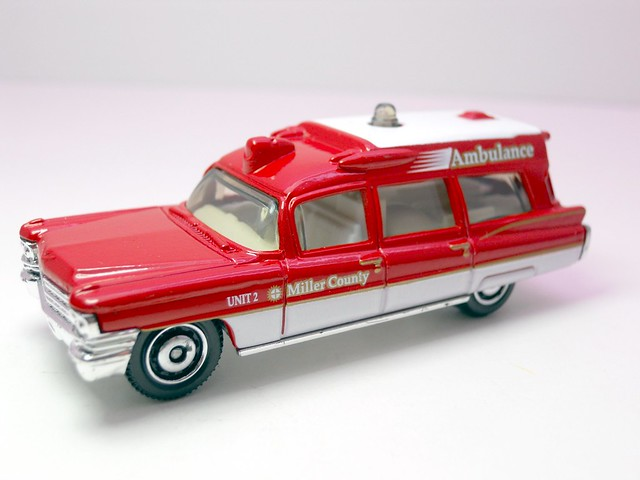 matchbox  '63 cadillac ambulance (1)