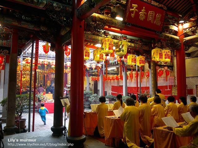 昭應宮內一景,正在誦經呢。沒廣角鏡所以宮外全景很難拍...