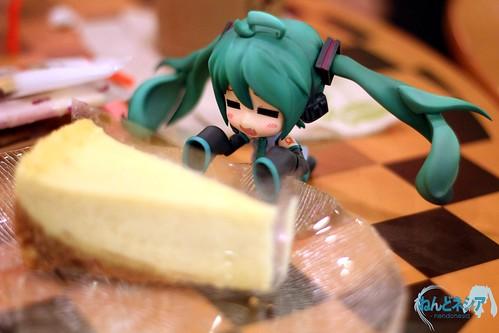 Miku HMO: The cheesecake looks delicious!