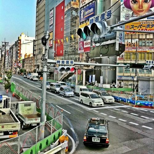 (^o^)ノ < おはよー! 今朝の天王寺交差点です。 今週も笑顔でがんばろ~! #Osaka #morning