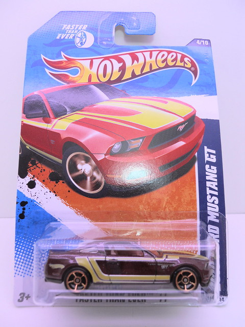 hot wheels 2010 ford mustang gt burgundy (1)