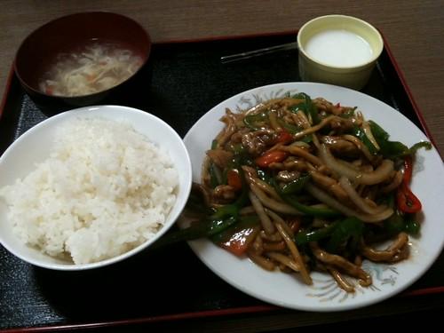 大衆(福州居酒屋)の青椒肉絲定食