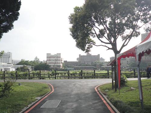 台大校園_台大農場向左走向右走 (1)