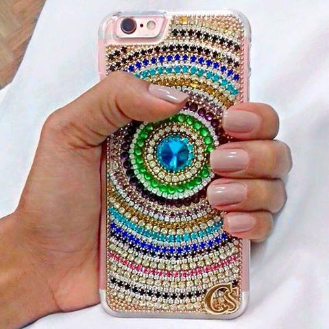 Que luxo esse porta iPhone de cristais para arrasarem por onde forem
