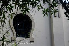 Horseshoe window