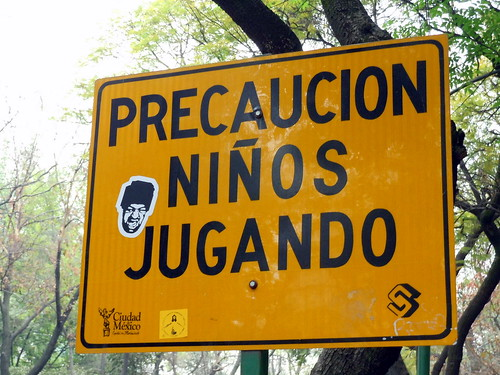 Precaucion - Niños Jugando!