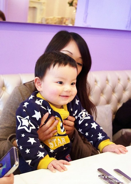 強納生簡直是當天的人氣小明星,長出兩顆可愛的小牙囉!