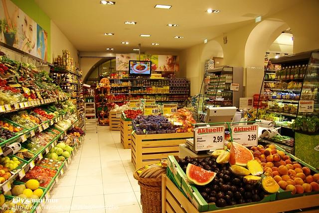 Graz的SPAR超市一角...這邊是水果蔬菜區。