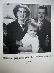"""Alan Bennet, Una vita come le altre, Adelphi, 2010, [responsabilità grafica non indicata]; """"In copertina: La famiglia Bennet al mare (1938)"""", p. 151 (part.), 1"""
