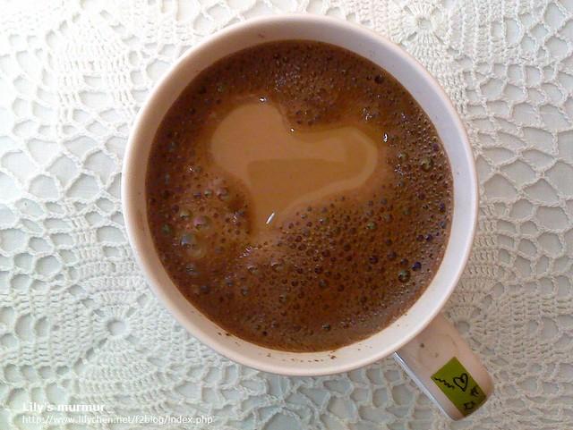 尼媽某天泡出了一杯愛心咖啡,好可愛!