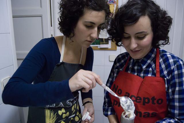 Haciendo macarons con Karen y María