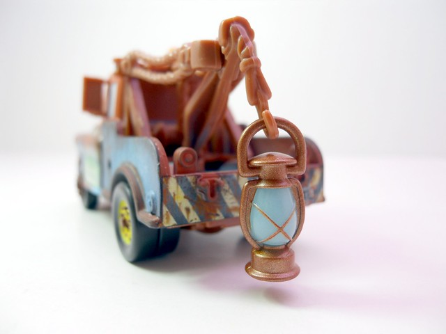 Disney Cars chase mater with glow lantern (3)