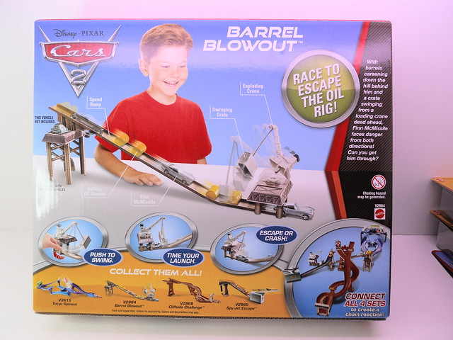 disney cars 2 barrel blow out track set (3)