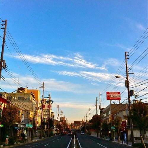 朝のお散歩で、撮ったよ! うーん、いい青空! 今日も元気にまいりましょう! #ohsyo #morning #blue_sky #sky