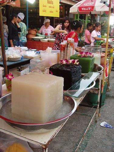 201102020320_food-stall