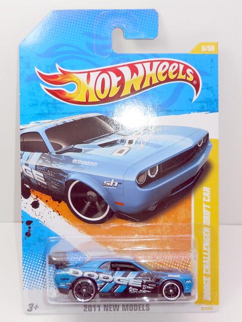 hot wheels dodge challenger drift car blue (1)