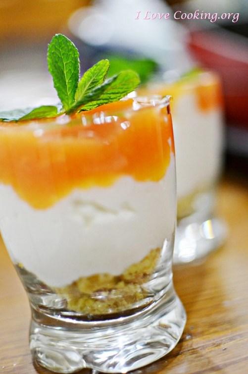 Bicchierino di croccante, crema di ricotta e gelée di arancia