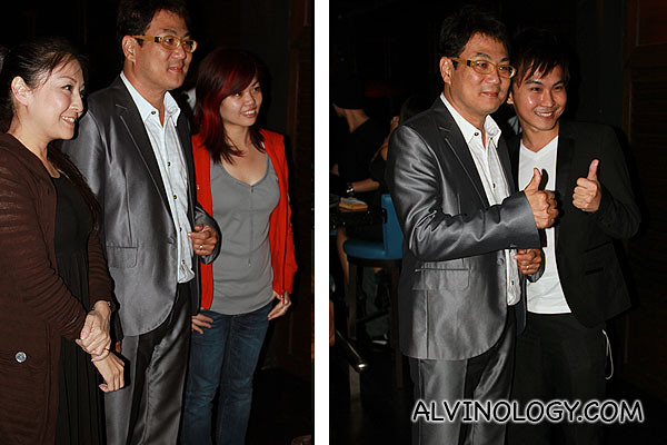 Many bloggers wanted to take photo with Jack Neo
