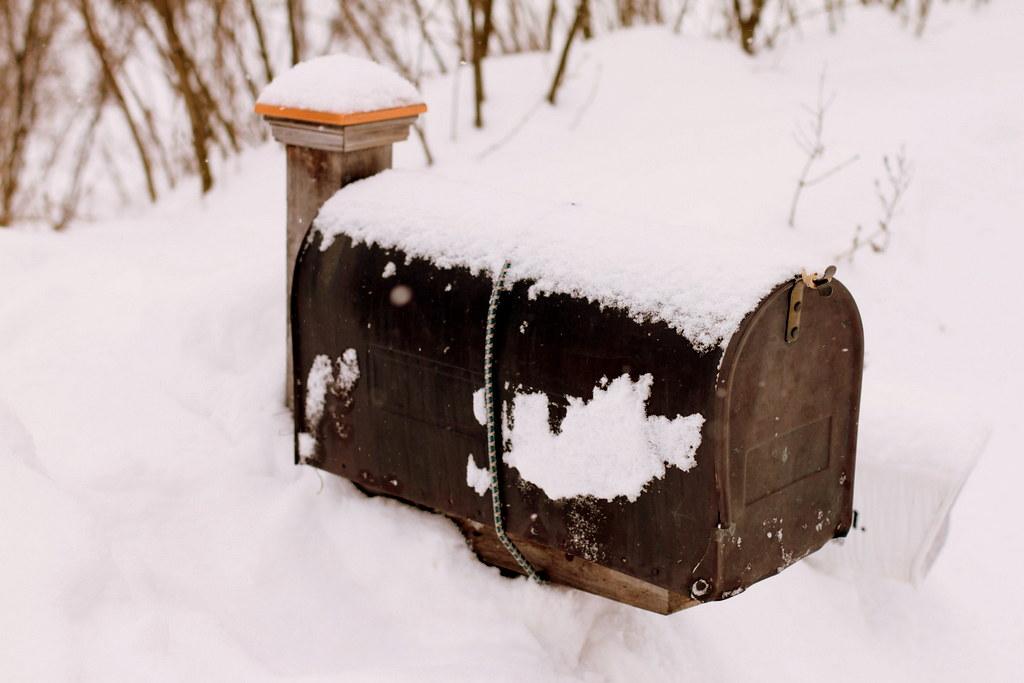 Bungee mailbox