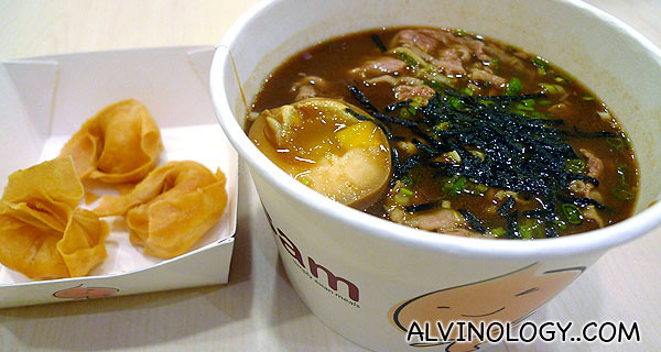 Beef noodle with fried wanton