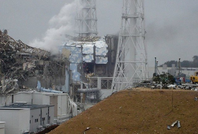fukushima damage left, unit 3, right, unit 4