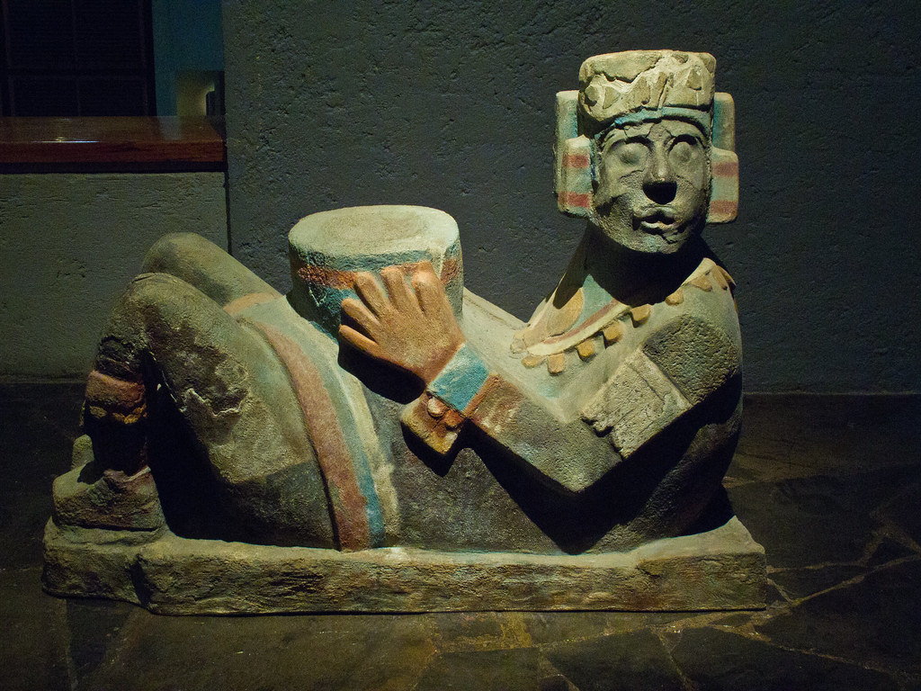 Statue with bowl for receiving tributes to the gods (hearts, blood etc.)