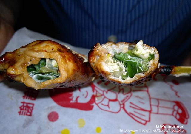 真的不錯吃,只是最好一口吃一個,因為蔥不好咬斷。蔥卷烤的恰到好處,十分美味。