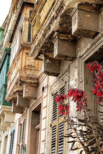 Flowers-facade-St-Julians