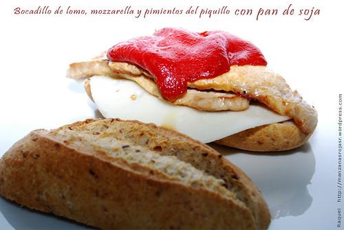 Bocadillo de lomo ibérico, mozzarella, pimientos del piquillo y pan de soja