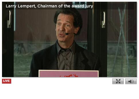 Larry Lempert announces Shaun Tan as ALMA winner