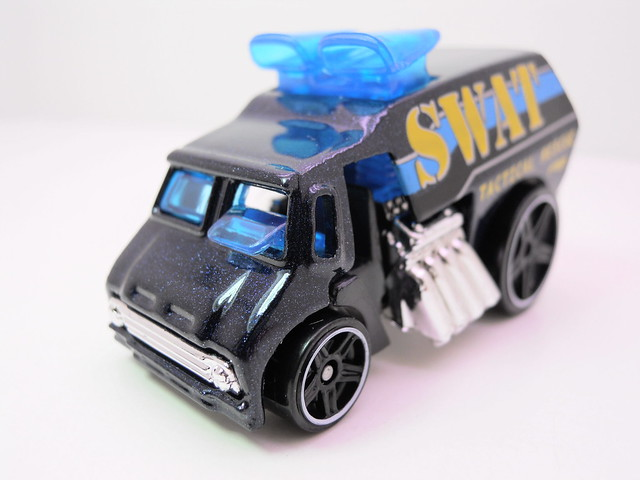hot wheels cool-one SWAT (2)