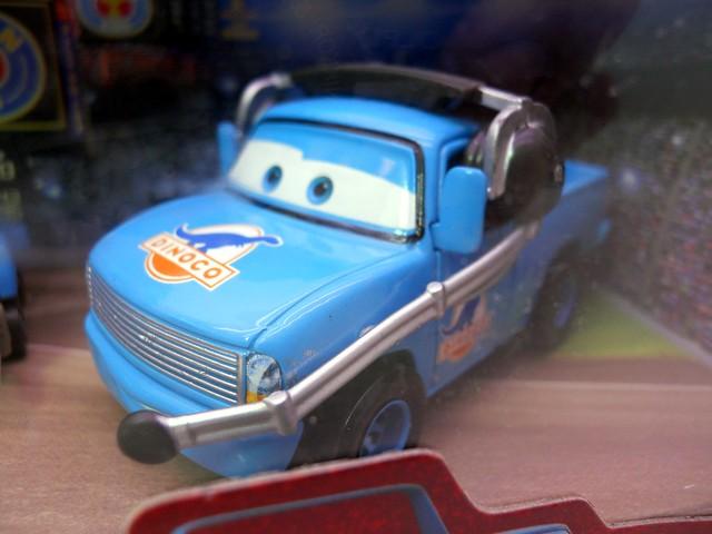 Disney CARS international Dinoco Pit Crew Set (3)