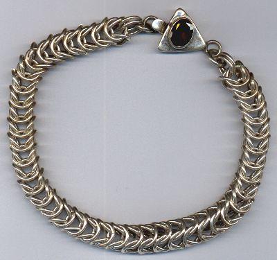 queens link chain bracelet