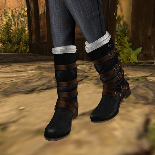 Close up on the Boots - Slink - Blair Boots in Black