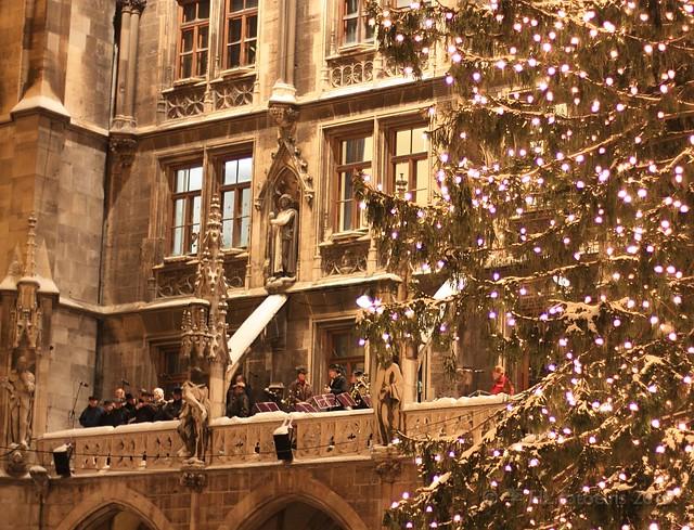 Chorus at Marienplatz Weihnachtsmarkt