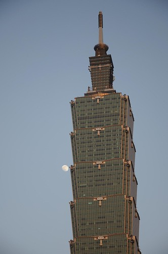 101伴月 Taipei 101 & Moon