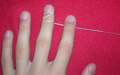 Cinta enrrollada dedo mayor izquierdo