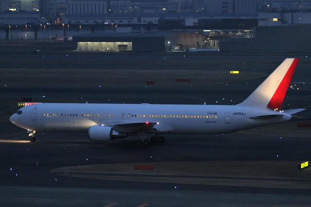 JAL B767-300ER(JA654J)