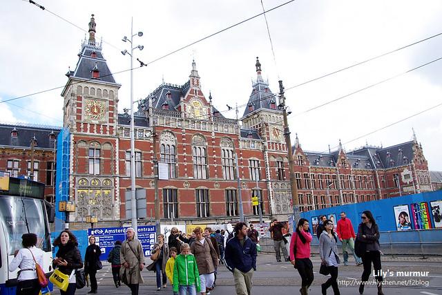 但其實外觀是長這樣喔,歐洲風味很濃郁的古老車站。