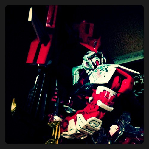 Gundam and Other Toys on LOMO (14)