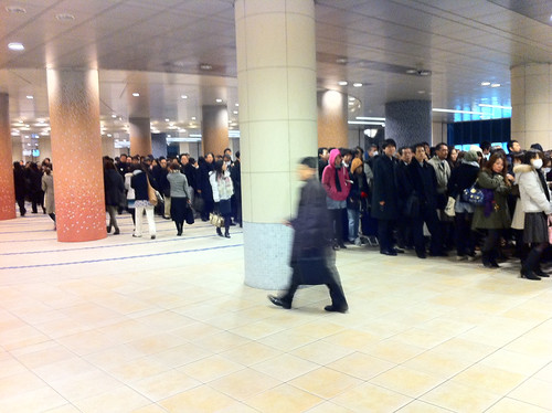 People lined up orderly for metro after the quake by =nat