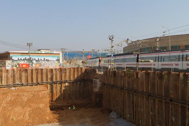 Hinca de tubos de hormigón - Onze de setembre - Rambla Prim - 07-02-11