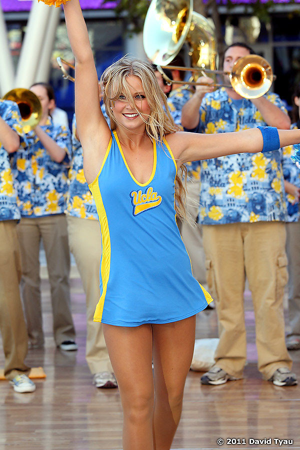 UCLA Dance Team 012
