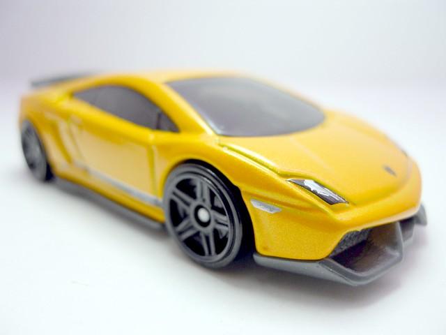hot wheels lamborghini gallardo lp 570-4 superleggera orange (3)