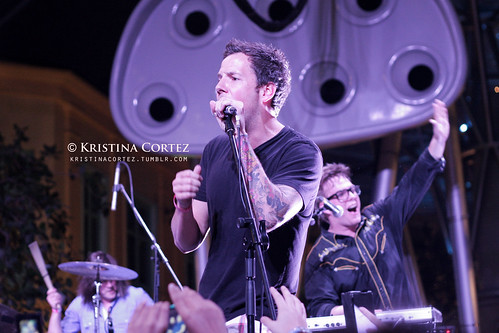 These Kids Wear Crowns & Simple Plan at Music Matters Singapore 2011  (5/6)